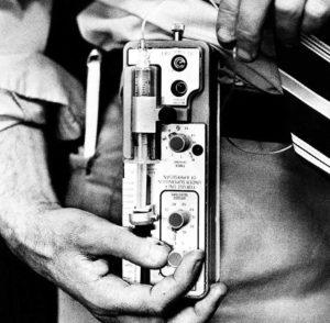 Prototipo de bomba de insulina nos anos 80