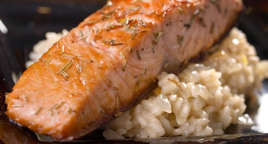 Opções de marmitas salmão grelhado e risoto com cream cheese Clube do Diabetes